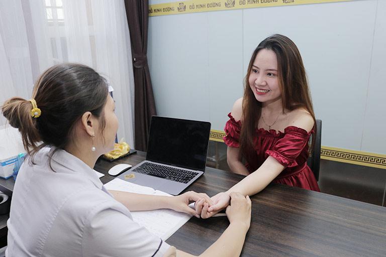 Chị Hương Ly vui mừng trước hiệu quả của bài thuốc Nội tiết Đỗ Minh