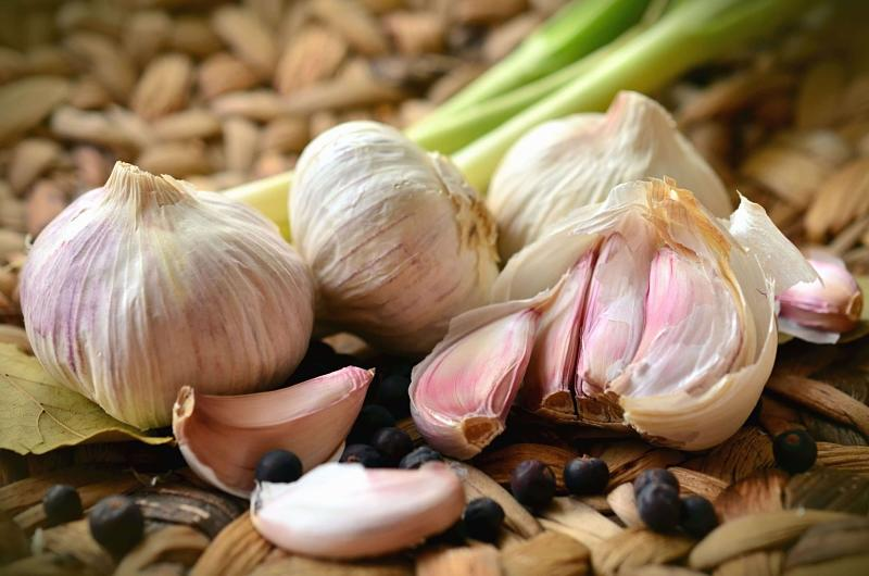 Ăn tỏi là cách chữa nội tiết tố tại nhà