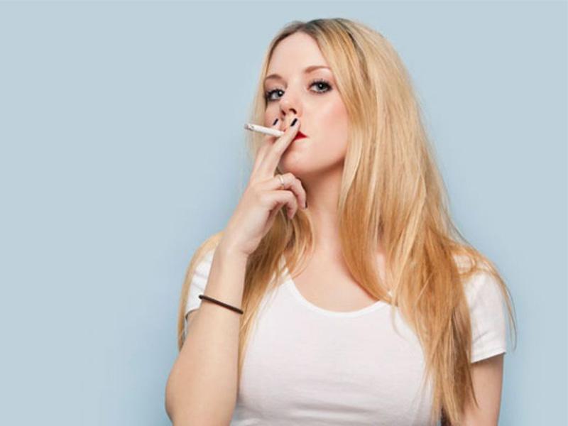 Thường xuyên sử dụng thuốc lá có thể gây ra tình trạng tiền mãn kinh ở phụ nữ