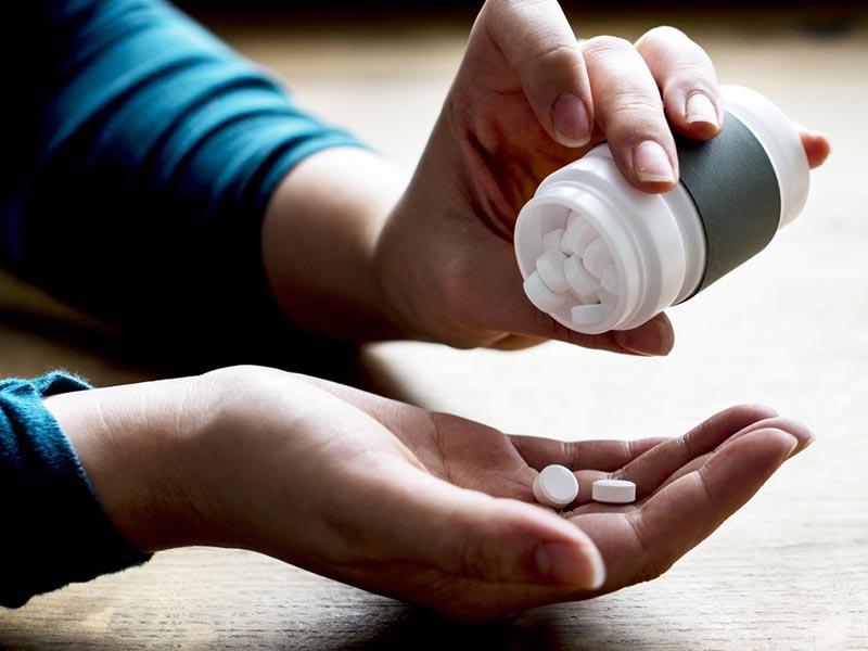 Thuốc Tây là phương pháp được nhiều chị em lựa chọn để ngăn chặn, hạn chế dấu hiệu tiền mãn kinh