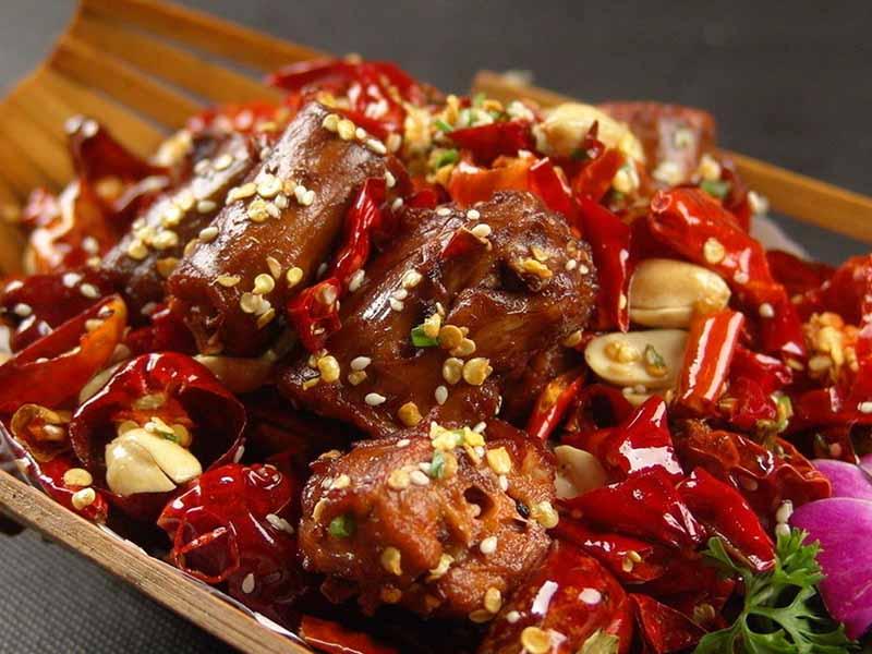 Thực phẩm cay nóng là đồ ăn chị em nên tránh sử dụng