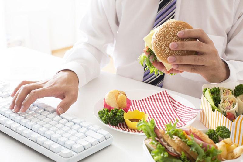 Chế độ ăn uống không khao học cũng là nguyên nhân gây bệnh