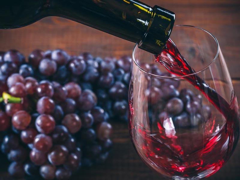 Trong thành phần của rượu vang có chứa khá nhiều hoạt chất phytoestrogen