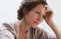 Phụ nữ tiền mãn kinh mất ngủ chủ yếu do nội tiết tố suy giảm