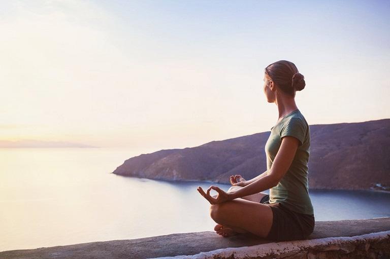 Ngồi thiền giúp người bệnh tịnh tâm, ổn định tinh thần, giảm stress.