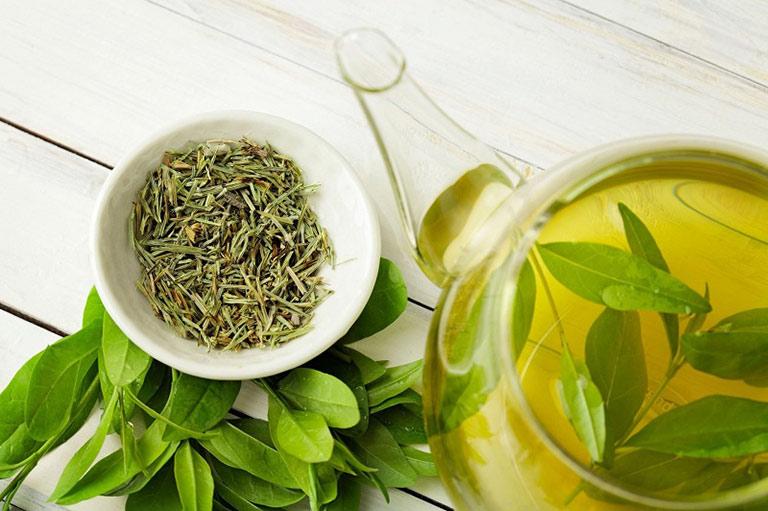 Dùng trà xanh để trị mụn do rối loạn nội tiết tố lành tính, dễ áp dụng tại nhà