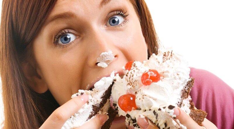 Bị khô âm đạo không nên ăn nhiều đồ ngọt, chất béo