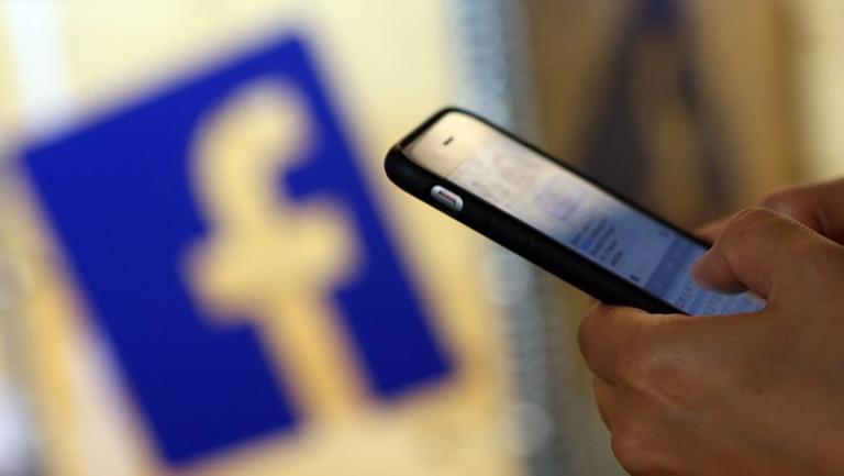 Tình trạng dùng facebook ảo công kích, bôi xấu đối thủ ngày càng phổ biến