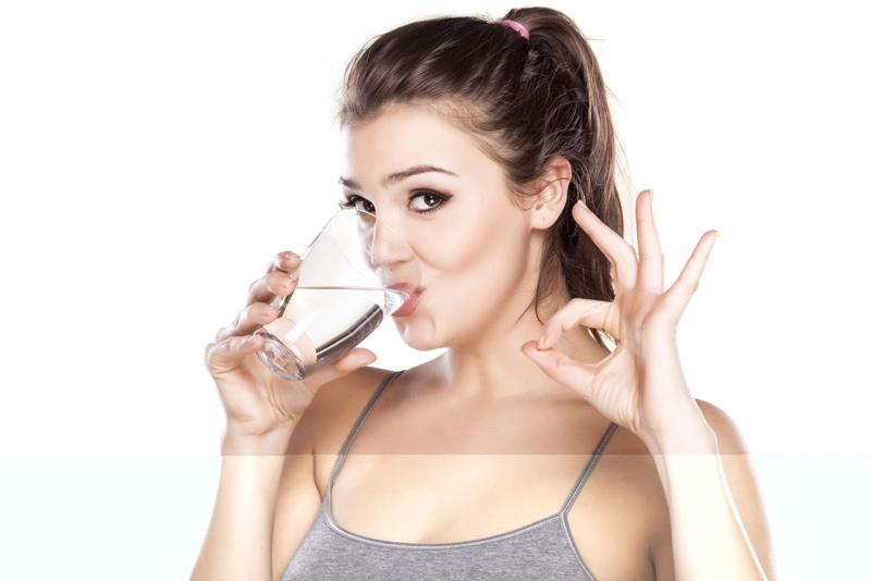Hãy sử dụng ít nhất từ 1,5 – 2 lít nước mỗi ngày.