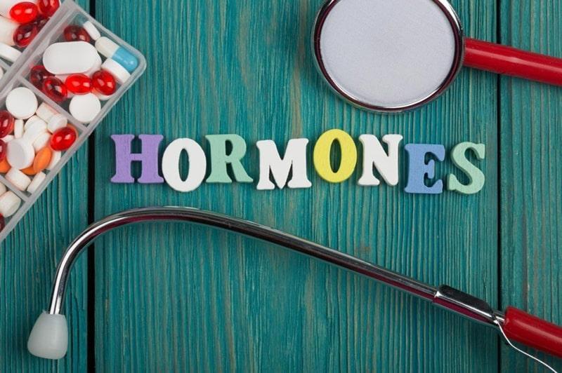 Bổ sung nội tiết tố từ hormone là việc rất cần thiết.