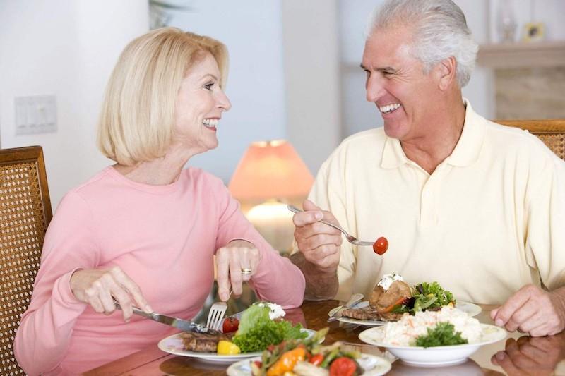 Phụ nữ ở độ tuổi trên 60 cần chú ý nhiều hơn đến các việc ăn - ngủ - nghỉ